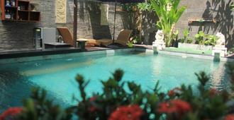 庫塔代迪海灘酒店 - 庫塔 - 庫塔 - 游泳池