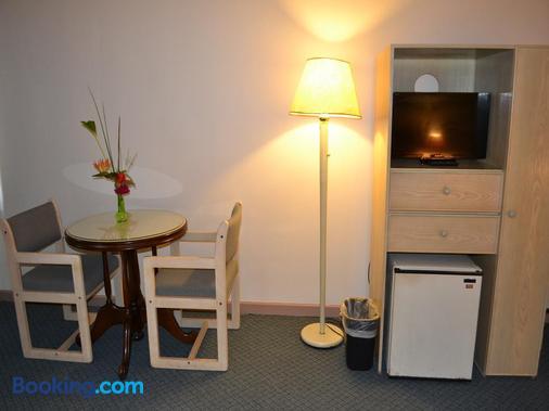 West Plaza Desekel - Koror - Dining room