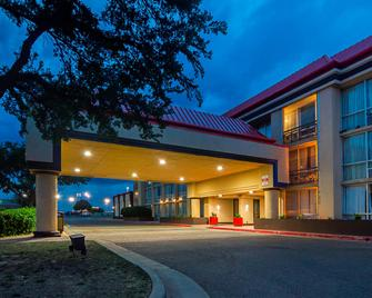 Red Roof Inn & Conference Center Lubbock - Lubbock - Building