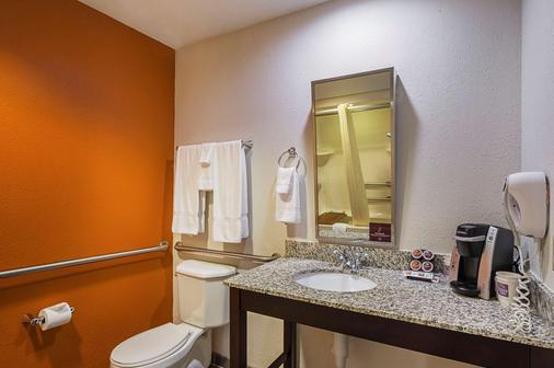 Sleep Inn and Suites Danville - Danville - Bathroom