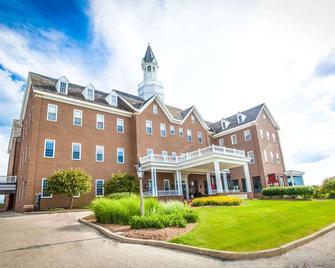 The Delafield Hotel - Delafield - Building