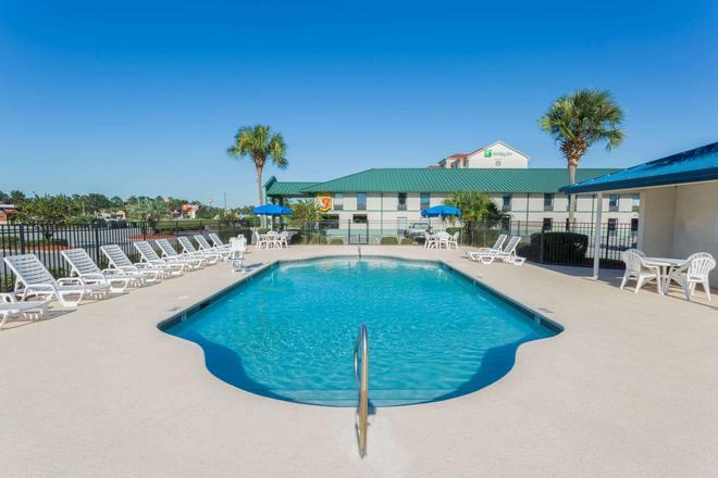 Super 8 by Wyndham Valdosta/Conf Center Area - Valdosta - Pool