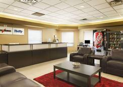 Super 8 by Wyndham Edmonton International Airport - Leduc - Lobby