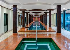 Oaks Sydney Goldsbrough Suites - Sydney - Basen