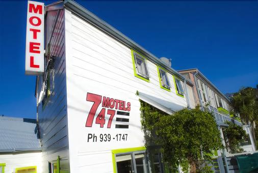 747 Motel & Car Hire - Wellington - Building