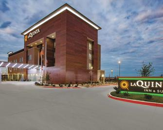La Quinta Inn & Suites by Wyndham San Marcos Outlet Mall - San Marcos - Edificio