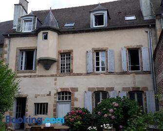 La Maison Xviiie - Moulins - Gebäude