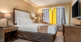 Quality Inn & Suites - Niagarafallene - Soverom