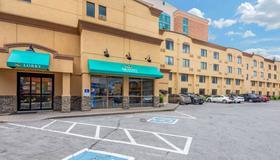 Quality Inn & Suites - Niagarafallene - Bygning