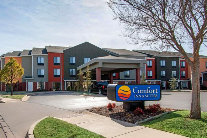 Comfort Inn and Suites Norman near University - Norman - Building