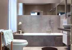 Be&Be Louise - Brussels - Bathroom