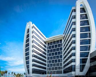 Wyndham Manta Sail Plaza Hotel & Convention Center - Manta - Building