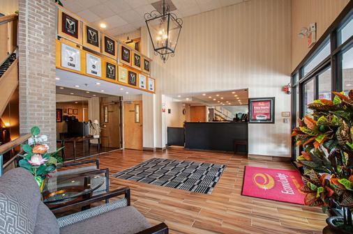 Econo Lodge Metro - Arlington - Front desk