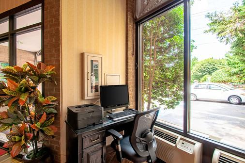 Econo Lodge Metro - Arlington - Business centre