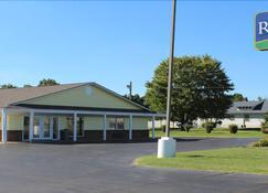 Regency Inn & Suites - Pittsburg - Building