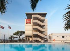 Ibis Bata - Bata - Edificio