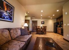 Cable Mountain Lodge - Springdale - Living room