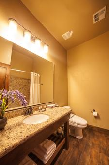 Cable Mountain Lodge - Springdale - Bathroom