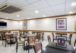 Quality Inn Near Princeton - Lawrenceville - Restaurant