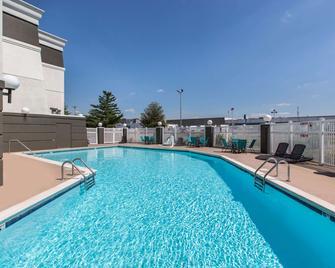 La Quinta Inn & Suites by Wyndham Goodlettsville - Nashville - Goodlettsville - Pool