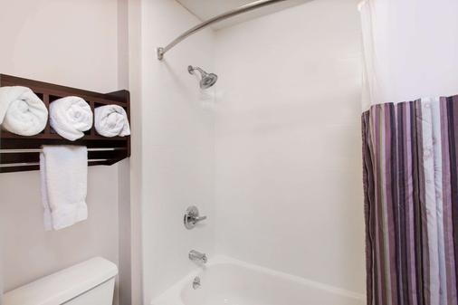 La Quinta Inn & Suites Goodlettsville - Goodlettsville - Kylpyhuone