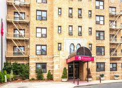 Ramada by Wyndham Jersey City - Jersey City - Building