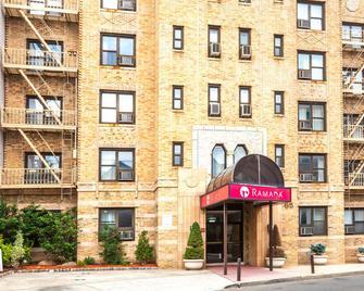 Ramada by Wyndham Jersey City - Jersey City - Building