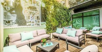 Hotel Montaigne & Spa - קאן - פטיו