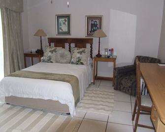 Plaas Guest House - Louis Trichardt - Camera da letto