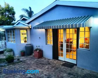 Antique Silk Self Catering Unit - Grahamstown - Building