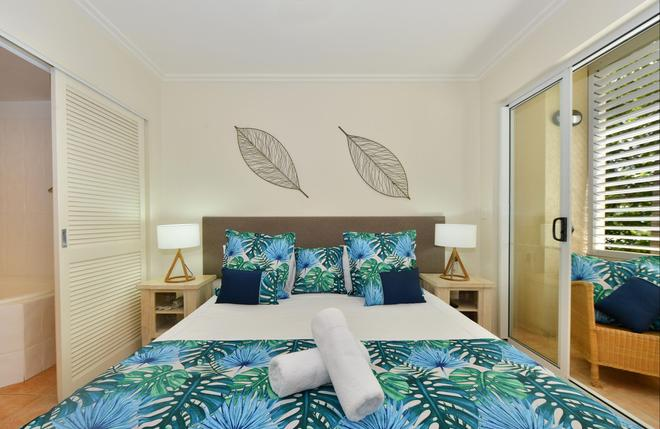 Cayman Villas - Port Douglas - Bedroom