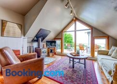 Neahkahnie Nest - Manzanita - Living room
