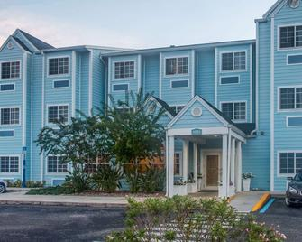 Microtel Inn & Suites by Wyndham Port Charlotte - Port Charlotte - Building