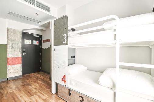 Generator Madrid - Madrid - Bedroom