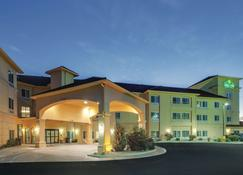 La Quinta Inn & Suites by Wyndham Verona - Verona - Building