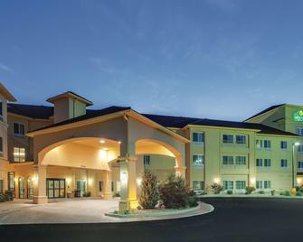 La Quinta Inn & Suites by Wyndham Verona - Verona - Gebouw