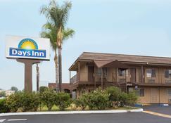 Days Inn San Bernardino Near San Manuel Casino - San Bernardino - Building
