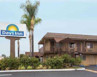 Days Inn San Bernardino Near San Manuel Casino - San Bernardino - Gebäude