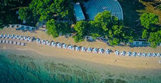 Waterman Svpetrvs Resort - Supetar - Strand