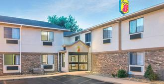 Super 8 by Wyndham Tilton/Lake Winnipesaukee - Tilton - Edificio