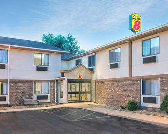Super 8 by Wyndham Tilton/Lake Winnipesaukee - Tilton - Building