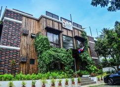 Cabins By Eco Hotel Tagaytay - Tagaytay - Building