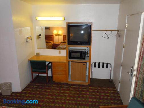 Value Inn - Fallon - Kitchen