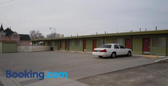Value Inn - Fallon - Building