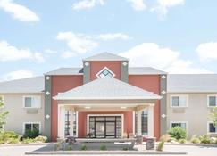 Howard Johnson by Wyndham Oacoma Hotel & Suites - Oacoma - Building