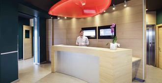 Ibis Madrid Centro Las Ventas - Madrid - Front desk