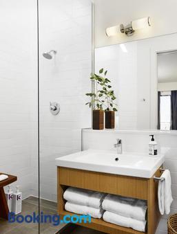 Heywood Hotel - Austin - Bathroom