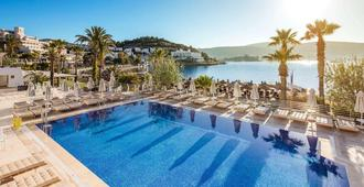 Voyage Bodrum - Adults Only - Bodrum - Piscina