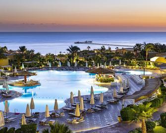 The Three Corners Fayrouz Plaza Beach Resort - Marsa Alam - Piscina