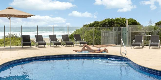 Dorchester on the Beach - Surfers Paradise - Pool